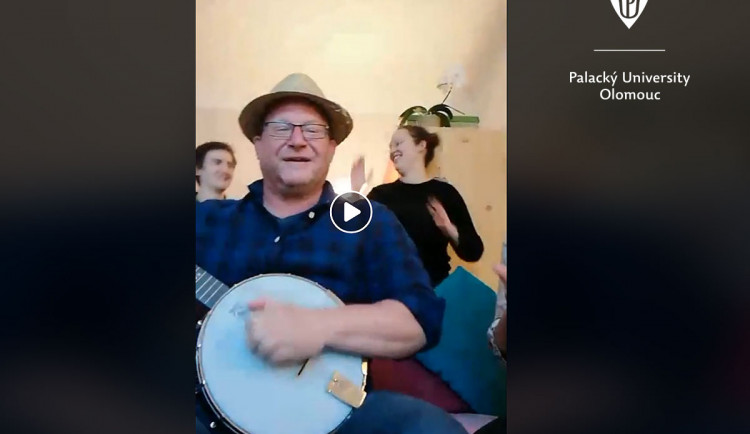 Přenos živých koncertů má rozveselit zahraniční studenty Univerzity Palackého v izolaci