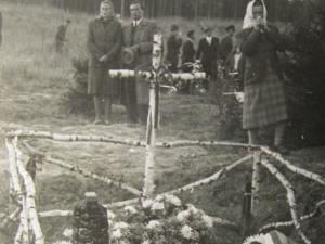Zákřov u Tršic si připomíná 75 pět let od brutálního masakru devatenácti mužů Němci a kozáky