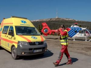 Pro těžce zraněného lyžaře letěl na Ovčárnu vrtulník