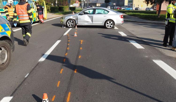 Při dopravní nehodě v Šumperku došlo ke zranění řidiče motocyklu