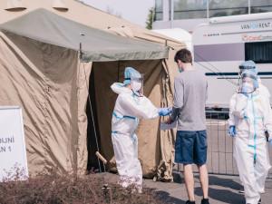 FOTO/VIDEO: Olomouc má za sebou první den plošného testování, takto to dnes vypadalo u Globusu