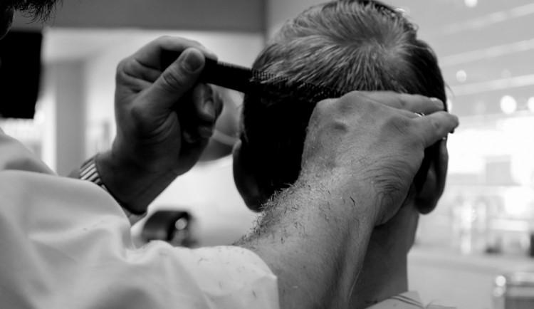 Kadeřnice a barber shopy v pondělí otevírají, stříhání ve štítech je děsí