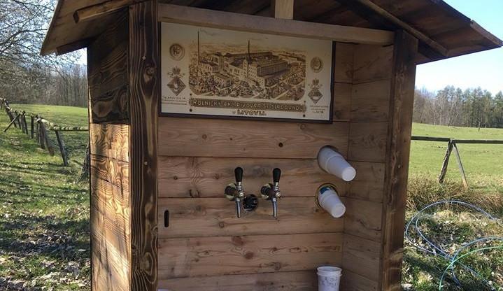 Neznámý vandal zničil oblíbenou pivní budku