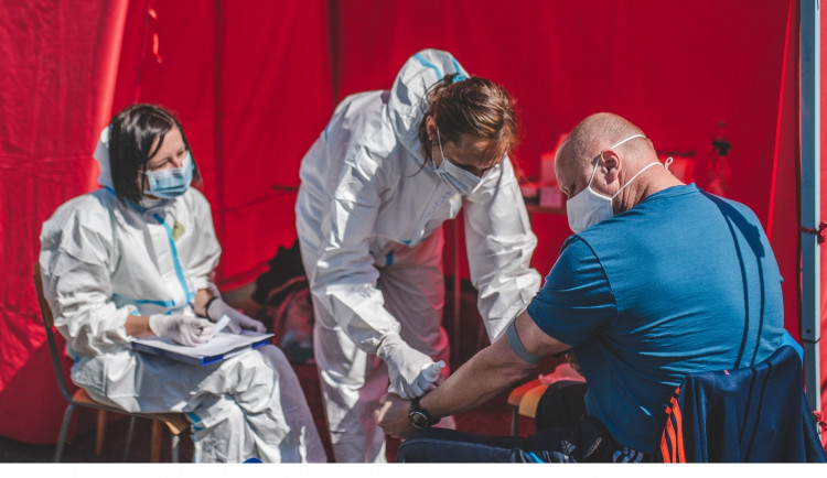 Olomoučtí medici postupně ukončují pomoc, vracejí se ke studiu
