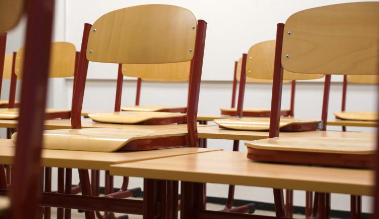 Roušky, desinfekce, ochranné štíty. Olomoucké školy se připravují na obnovení vyučování