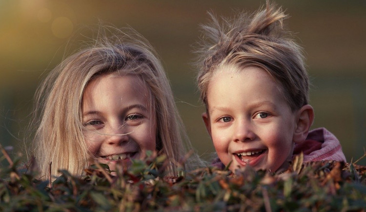 Dětem nejvíc vadí, že se kvůli koronaviru nevídají s kamarády