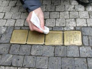 V Prostějově přibudou další kameny zmizelých