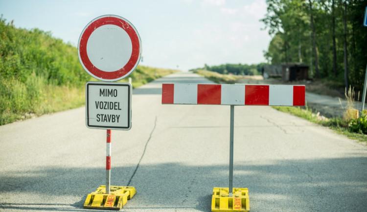 Rekonstrukce mostu uzavřela silnici z Ústína do Těšetic. Uzavírka potrvá do září