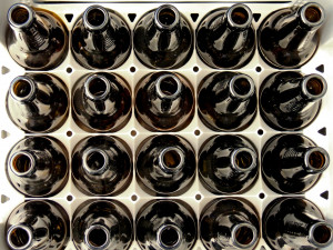 Plast, sklo nebo hliník? Čeští vědci zkoumali skladování piva a obalové materiály