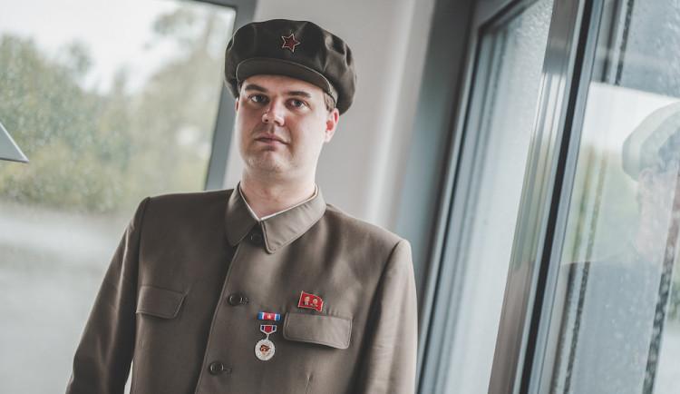 Severokorejci jsou milí a spokojení lidé. Pohled na ně ovlivňuje kapitalistická propaganda, říká přítel KLDR Lukáš Vrobel