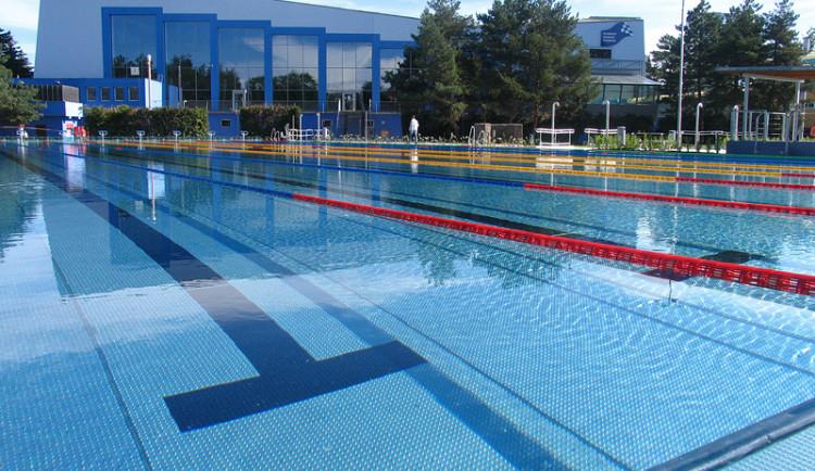 Olomoucký bazén v pondělí otevírá venkovní areál. Otevře i Aquapark