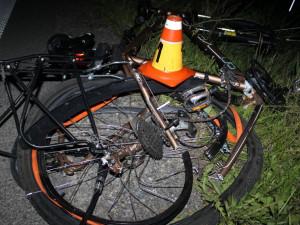 FOTO: Silně opilý cyklista zůstal ležet uprostřed silnice. Měl štěstí v neštěstí