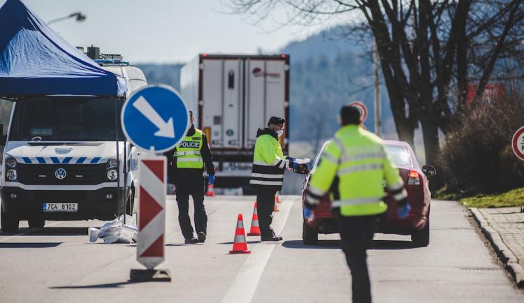 Hranice mezi Českem a Slovenskem se začaly částečně otevírat