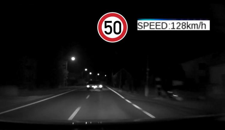 VIDEO: Řidič Audi ujížděl policistům téměř 30 kilometrů. Zastavil ho až zátaras