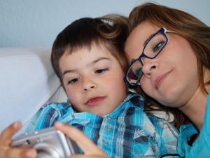 PRŮZKUM: Třetina samotných matek s dětmi si kvůli krizi vzala půjčku