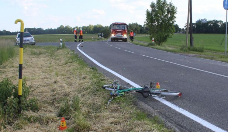 FOTO: Senior na kole nedal v křižovatce přednost projíždějícímu BMW. Při kolizi přišel o život