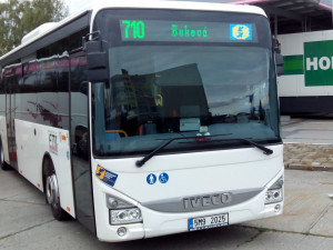 Hromadnou dopravu v kraji loni využilo více cestujících