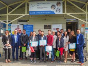 Titul Podnikavé hlavy letos v Olomouci vyhrál tvůrce výdejního automatu na med
