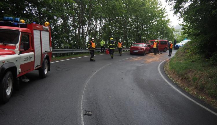 Nepozornost řidiče způsobila nehodu, při které se zranili dva lidé