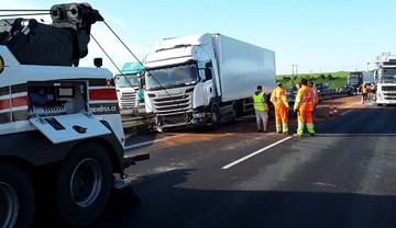 FOTO: Nehoda kamionu ráno zablokovala dálnici D46, už se jezdí jedním pruhem