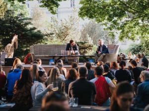 FOTO: Olomoucký cestovatel pokořil Korunu Evropy. Na letňáku ve středu pokřtil knihu