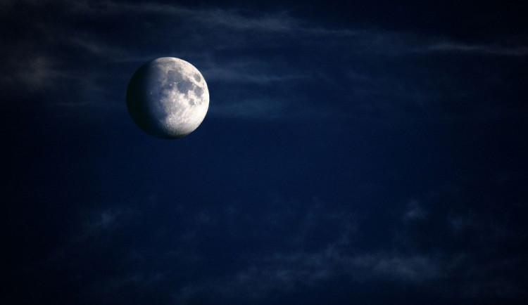 Fotíte rádi noční oblohu? Pak večer zpozorněte, čeká nás polostínové zatmění Měsíce