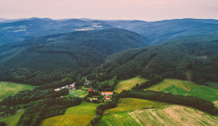 Turistická stezka v přírodní rezervaci Račí údolí se dočkala opravy