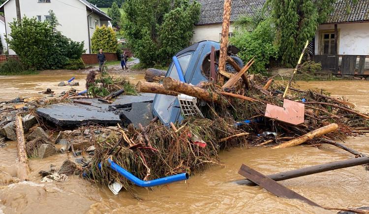 FOTO: Následky bleskových povodní odstraňuje na Olomoucku 160 hasičů