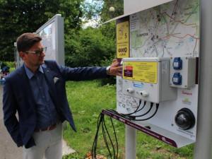 V Šumperku přibyla nabíjecí stanice pro elektrokola. Jejich síť se bude rozrůstat