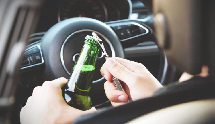 Řidič pod vlivem alkoholu se chtěl vyhnout policistům, neúspěšně