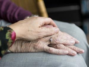 Zdravotní stav tří litovelských seniorů s koronavirem z tamního Domova důchodců je vážný