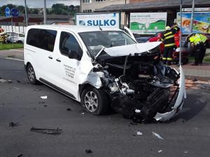 AKTUALIZOVÁNO: U dopravní nehody čtyř aut zasahují všechny záchranné složky