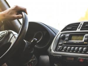 Muž si přes internet koupil SUV. Několik tisíc Euro poslal jako zálohu, auta se ale nedočkal