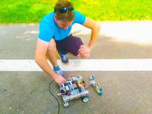 Roboti budou soutěžit. Čeká je tuto sobotu 900 metrů dlouhá cesta v Bezručových sadech