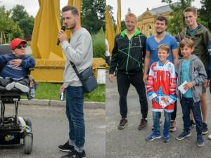 FOTO: Štafety na vozíku se zúčastnili hokejisté i zpěváci. Plánuje se už další akce