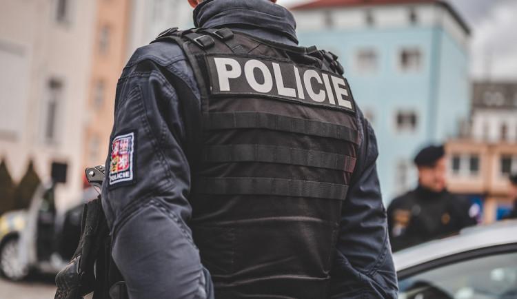 Policisté během noci zkontrolovali téměř dvě stě padesát řidičů