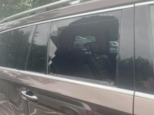 Neznámý pachatel ukradl z auta na parkovišti u olomoucké zoo dva batohy