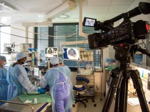 Nemocnice si ověřuje nový způsob vzdělávání. Online endoskopického workshopu se účastnilo na 300 lidí