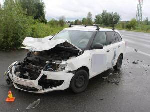 Dvě osobní auta se střetla na sjezdu z dálnice u Nemilan. Posádka Fabie utpěla zranění