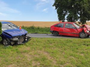 FOTO: Nehoda na Přerovsku skončila vážným zraněním jednoho z řidičů