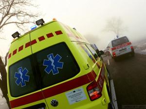 Střet dvou automobilů na dálnici skončil tragicky. Jeden člověk zemřel