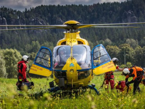 Horolezec si po pádu ze skály těžce poranil záda. Letěl pro něj vrtulník