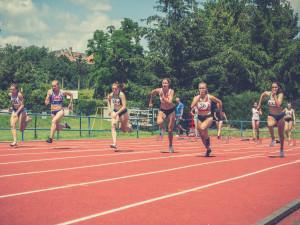 Olomoučtí atleti doma zahájili soutěž družstev. Ženy suverénně vyhrály, muži skončili těsně druzí