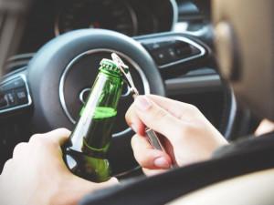 Řidič nadýchal přes 2,6 promile alkoholu. Den předtím vypil 10 piv a 20 panáků slivovice