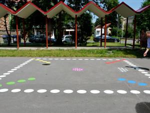 Staré hřiště na ulici Na Vozovce dostalo nové neobvyklé herní prvky