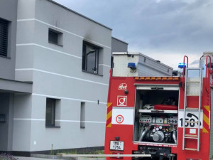AKTUÁLNĚ:  V Ječmínkově ulici v Olomouci hoří byt, požár hasí několik jednotek hasičů