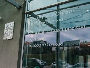 Olomoucký krajský soud otevřel případ přerovské soudní exekutorky, nechá ji předvést