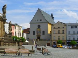 V podzemí kapucínského kláštera v Olomouci se koná bleší trh na podporu nevidomých a slabozrakých