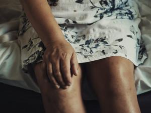 Lékaři se snaží vytipovávat lidi s budoucí revmatoidní artritidou. Včasná léčba může příznaky eliminovat