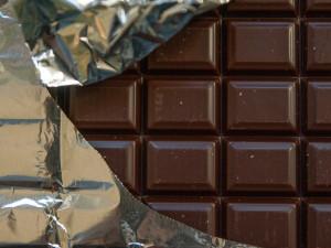 Ostraha v Lazcích odhalila zloděje čokolád. Do batohu se mu jich vešlo devětadvacet